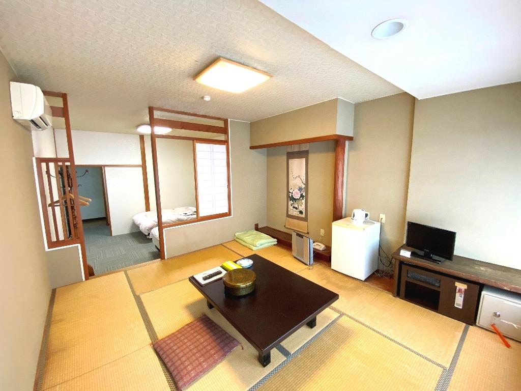 MA1 本館2F 和室10帖+ツインベットルーム