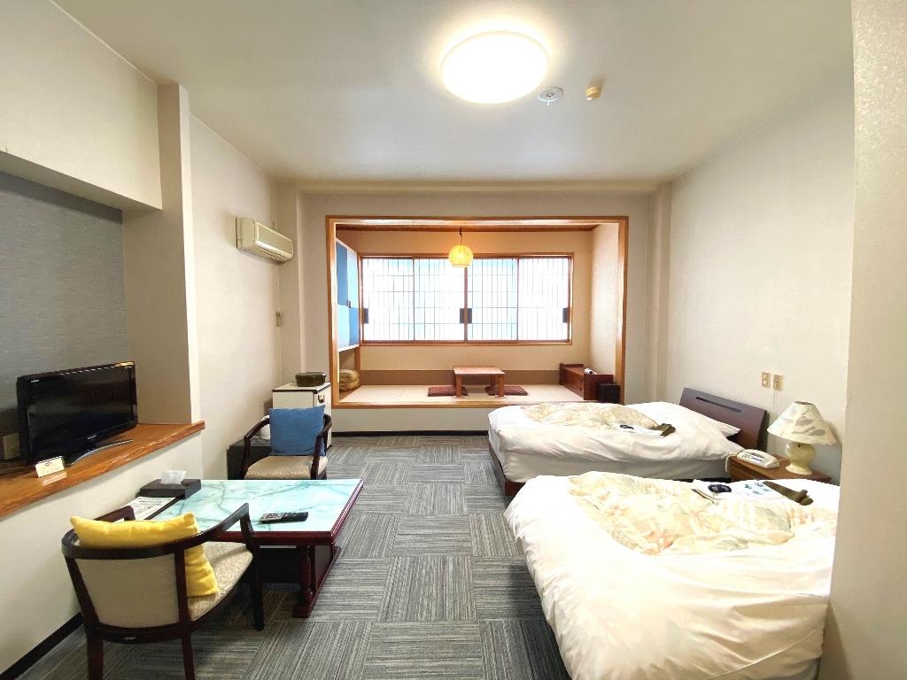 J 新館2F ツインベットルーム+畳スペース(禁煙)
